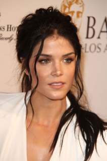 Marie Avgeropoulos photo 15