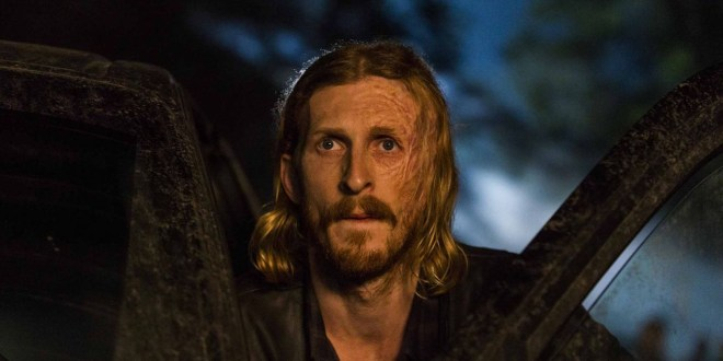 dwight-deboule-dans-la-saison-5-de-fear-the-walking-dead